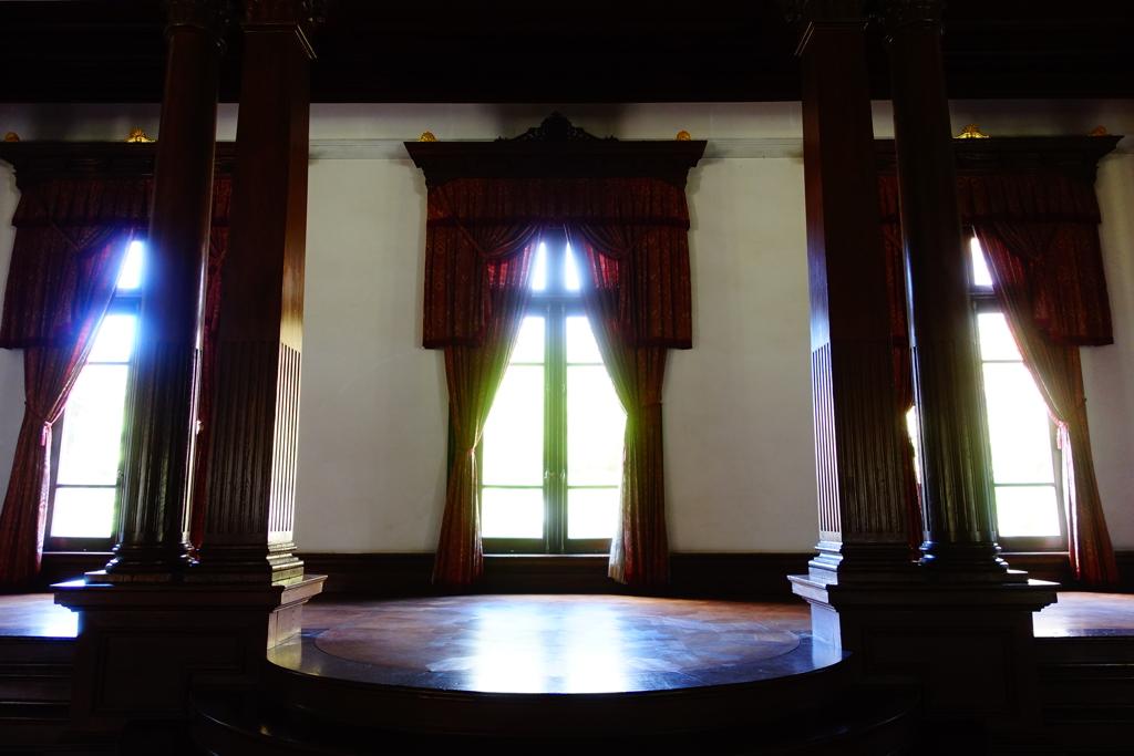 旧き学び舎の舞台