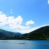 ダム湖の青