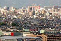 倉敷市街と気動車