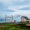 電車と遠くに雷雲(14)