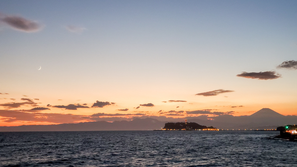 夕陽と江ノ島
