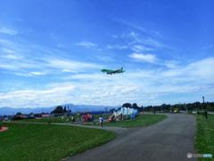 札幌丘珠空港、飛行機が、頭の上を飛ぶ公園
