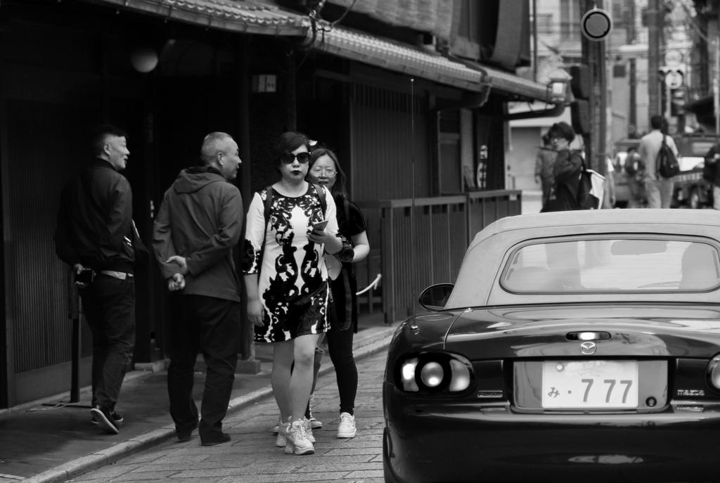ぶらり京都・・・サングラスとスポーツカー