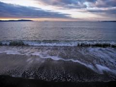 朝凪の浜辺にて