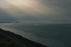 岬…降りそそぐ光と潮の道
