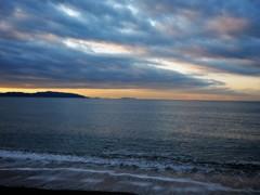 雲の流れ・・海の揺らぎ・・狭間の光