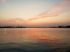 春・・夕凪の港にて