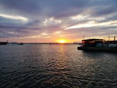 東京湾・・五月・・夕陽と番屋
