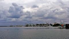 荒ぶる空と安息の港