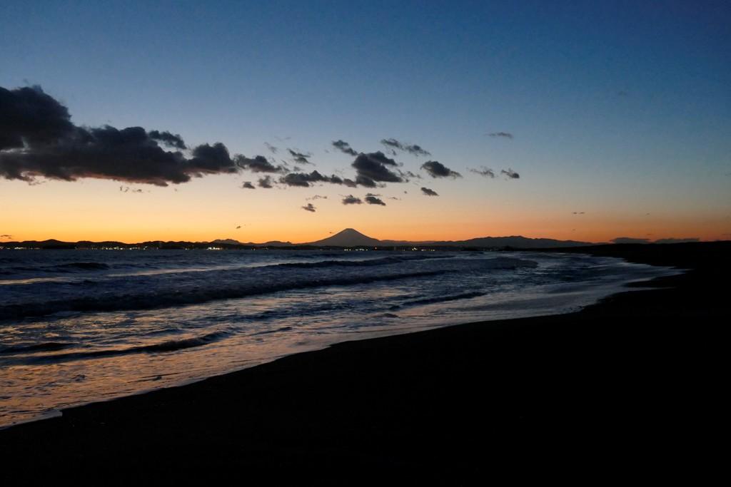 久々に海岸から富士を望んで