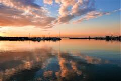 空と海の交わる漁港