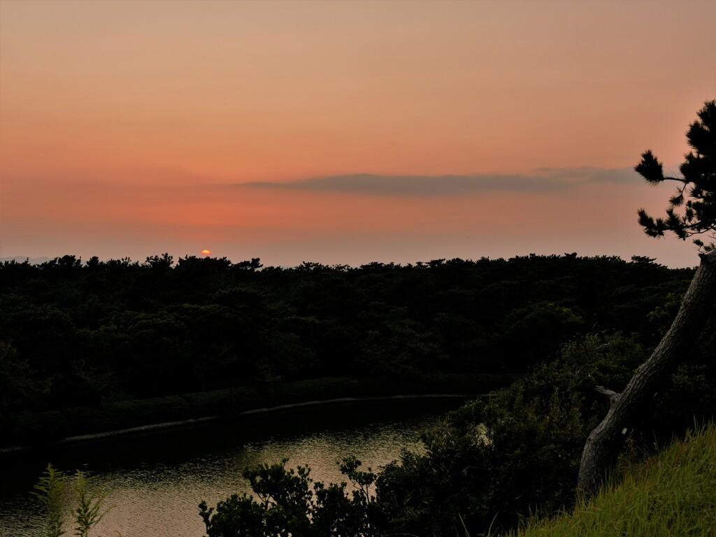 秋の夕暮れ…岬にて