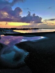 夕陽と雲と水鏡と
