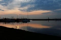 黄昏の港にて