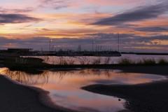 秋へ・・・雨上がりの漁港