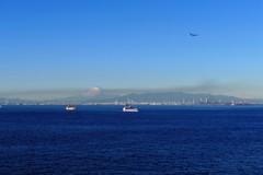 東京湾・青い空・富士と船と飛行機と