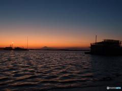 夕景・・・番屋と富士と