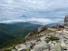 金峰山頂上・鉄山・朝日岳・富士山