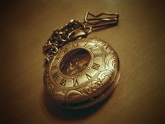 手巻きの懐中時計