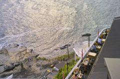 夕刻の断崖カフェ