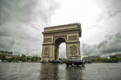 雨の凱旋門