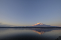 早朝の湖畔