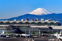 空港と富士