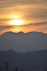 浅間山に昇る日