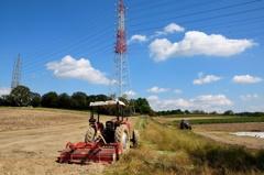 試撮りⅢ 秋晴れの鉄塔と牧場-2