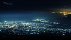 駿河湾と街の光