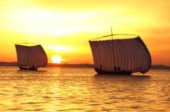 朝の帆引き船