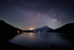 星夜の本栖湖