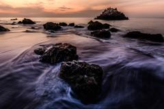 岩礁の夜明け