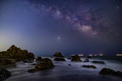 岩礁に昇る銀河
