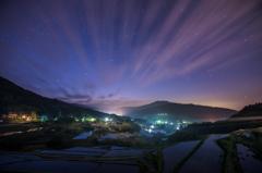 薄明時の雲流