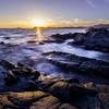 岩礁の夕日
