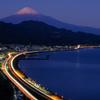 富士と光の軌跡