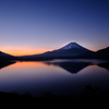 静寂の本栖湖