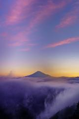 夜明けの雲海富士