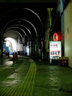 JR国道駅の構内5(カラーです)