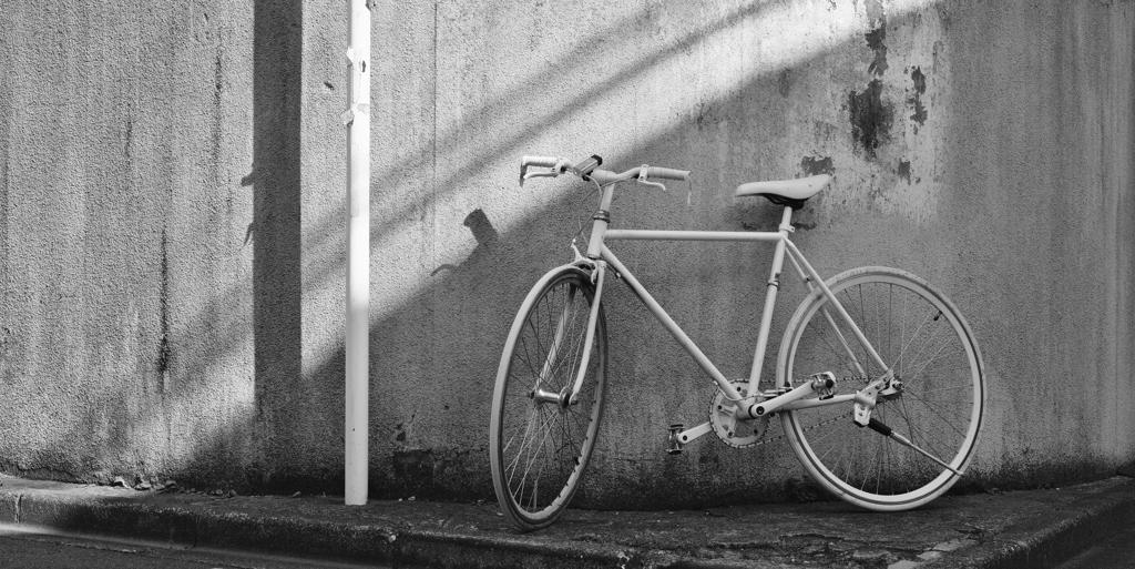 日曜日-午後-白い自転車