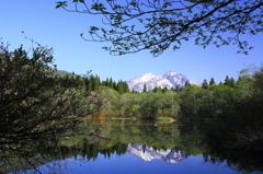 池の中の妙高山