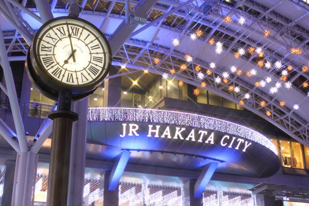 輝く都市、博多へようこそ!