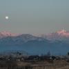 夕映えの立山連峰に昇る月