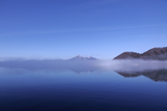 猪苗代湖、磐梯山、霧