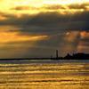 黄金色の灯台