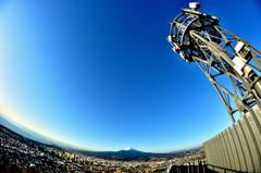山頂の電波塔にて
