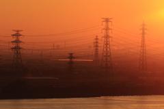 朝焼けの鉄塔群