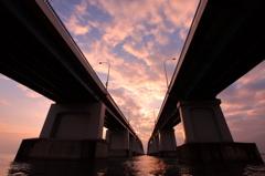 琵琶湖大橋朝焼け