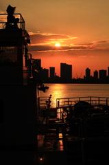 埠頭の夜明け